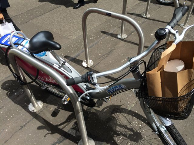 Glasgbike- handy basket for curry delivery!